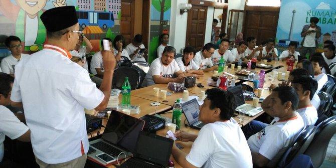 melatih-relawan-militan-penangkal-fitnah-tim-medsos-cagub-dki-2017-rev-1